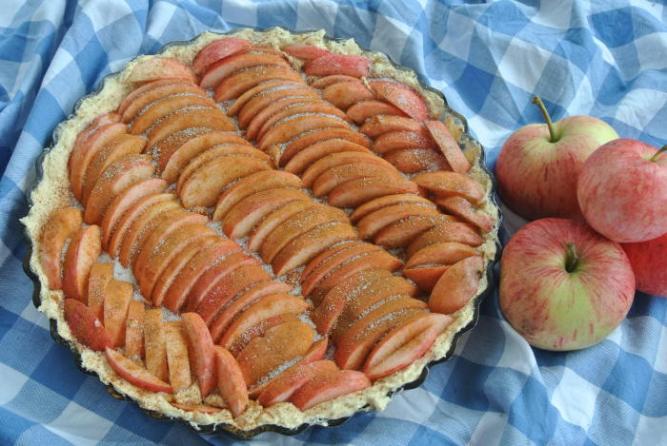 Omenapiirakka raaka