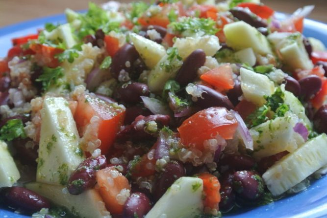 Kvinoa-papusalaatti
