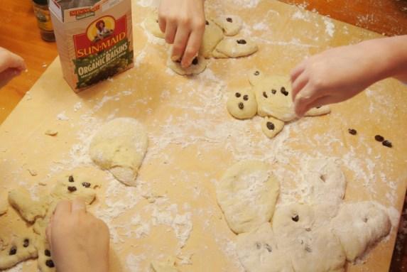 Pullapoikien_leivontaa