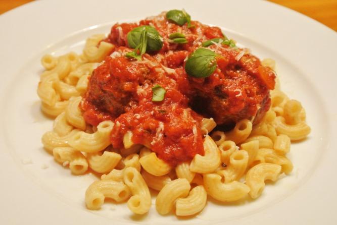 Lihapullia_tomaattikastikkeessa