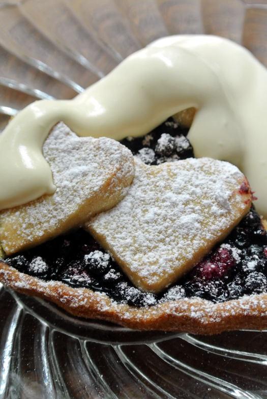 kuningatarpiirakka vaniljakastikkeella Kattilalaakso ruokablogissa