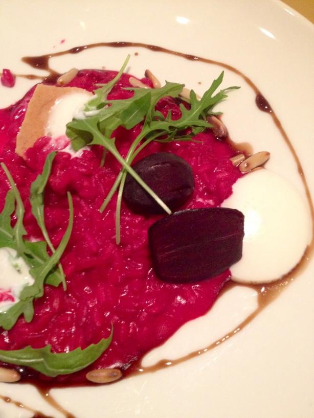 ravintola pinella punajuuririsottoa ja vuohenjuustovaahtoa