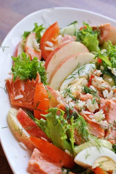lohta ja katkarapua salaattipedillä