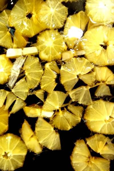 sitruunat sokeriliemessä